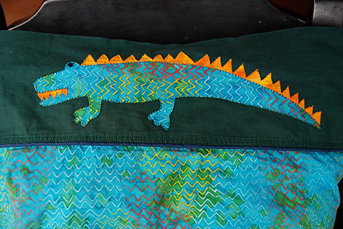 2011-1-32SF-LizardPillowCs02-1