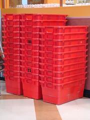 2010 091 (dominion301) Tags: logo rouge store metro box supermarket plastic boxes grocerystore grocery crate bins tubs boite iga frontend foodstore picerie supermarch provigo ipl totebox parcelpickup carorder commandelauto redbin