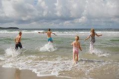 -This is so much fun 2 (Anders_3) Tags: family beach norway norge waves northsea familyphoto sola rogaland nikond200 solastranden solabeach ginordicjan12