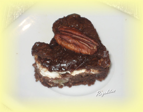 BROWNIE DE PECANAS Y QUESO