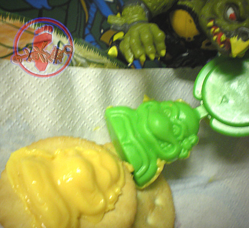 "NABISCO - ""EASY CHEESE"" :: 'TEENAGE MUTANT NINJA TURTLES' CRACKER TOPPER  vi (( 1991 ))"