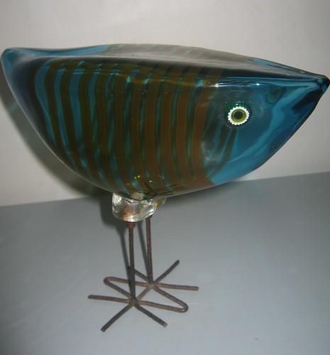 A Vistosi glass bird by Alessandro Pianon (estimate £800 to £1,200)