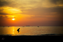 The Jump (Chrisseee) Tags: travel sunset sea sky orange sun beach silhouette canon thailand golden jump asia chinese ivory getty shape longtailboat hdr singleraw klongdao 100commentgroup totallythailand bestcapturesaoi mygearandme kristiinahillerstrm mygearandmepremium chrisseee mygearandmebronze mygearandmesilver mygearandmegold mygearandmeplatinum mygearandmediamond buildyourrainbowyellow recreationdiamond