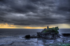Pura Tanah Lot (Bali - Indonesia) (Kaptah) Tags: travel viaje sunset bali canon indonesia landscape temple eos twilight asia religion lot paisaje pura hdr breathtaking templo anochecer flickers tanah crepsculo religin photographyrocks 400d flickraward flickrbronzeaward concordians amiamoci spiritofphotography breathtakinggoldaward nirartha oltusfotos fotopedia platinumpeaceaward doublyniceshot breathtakinghalloffame tripleniceshot flickraward5 mygearandme mygearandmepremium mygearandmebronze bestofblinkwinners