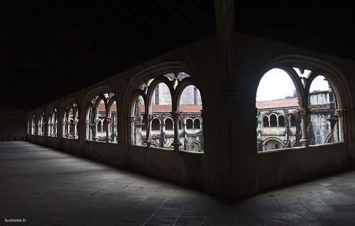O andar superior do claustro convida à reflexão