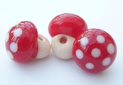 Buttons Mushrooms (5) (Glittering Prize - Trudi) Tags: uk red white glass mushrooms beads buttons cream trudi lampwork sra glitteringprize fhfteam britlamp thgg