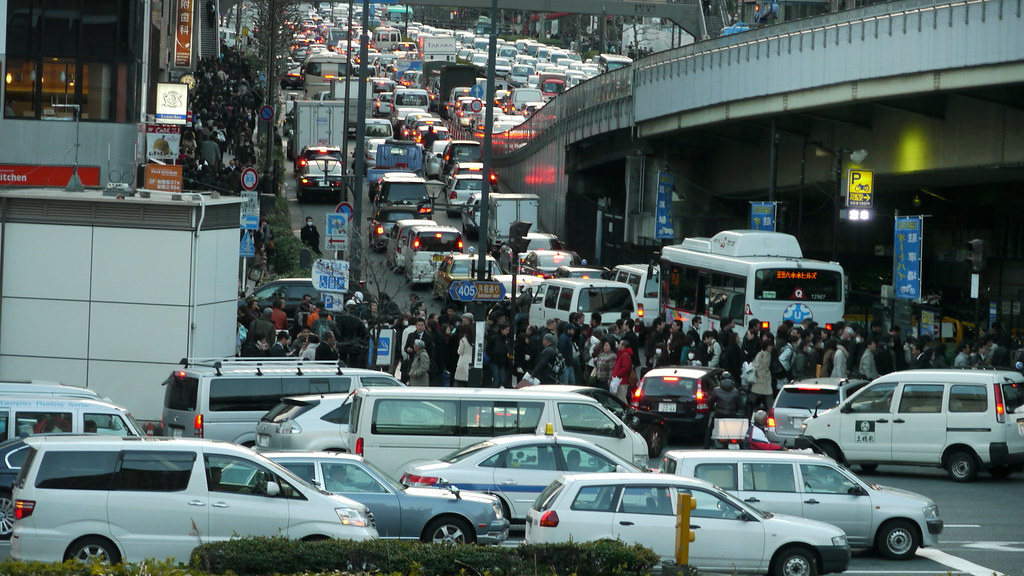 Traffic Jams and people walking home thr by Hikosaemon, on Flickr