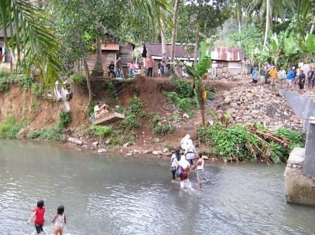 5517586954 dea6723466 Kegiatan Gotong Royong Masyarakat dan Fasiltator di Kel Hanopan P. Sidimpuan
