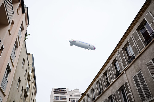 Le Zeppelin survole Paris