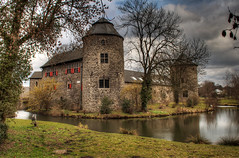 Haus Zum Haus (rawshooter72) Tags: castle canon eos haus hdr hdri ratingen zum 3xp photomatix tonemapped 2ev 1000d