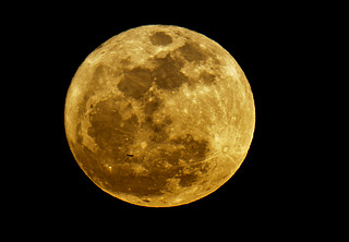 Gran Luna Llena en perigeo y la silueta de un avion pasando por delante    -DSC_0242 copia (1)