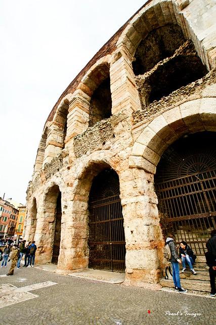 古代的建築牆壁都蓋得超厚