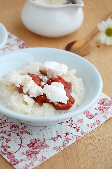 Rice pudding with rhubarb compote and homemade meringues / Arroz doce com compota de ruibarbo e suspiros caseiros