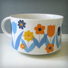 Tulips. (Kultur*) Tags: flowers cup tulips retro mug 70s 1970s serving stoneware soupmug housewres