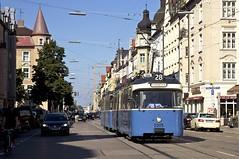 P-Zug 2005/3005 in der Belgradstrae kurz vor dem Kurfrstenplatz (Frederik Buchleitner) Tags: 2005 3005 linie28 munich mnchen pwagen strasenbahn streetcar tram trambahn