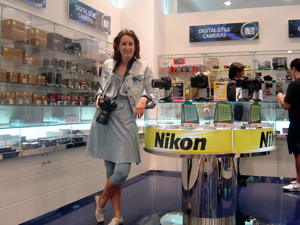 Dubai Shopping Festival: me and my Nikon.... Photo made by Elyne.