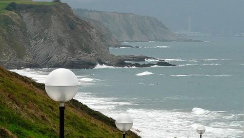 surf pequeñito en sopelana y con viento norte