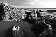 On the rocks 03 (CarlaFrancisco) Tags: ocean winter sea blackandwhite bw praia beach portugal water gua canon photography eos mar photo sand rocks flickr foto areia pb photograph oeiras areal fotografia dslr inverno pretoebranco cf oceano northernhemisphere rochas canonefs1022mmf3545usm efs1022mm efs1022 praiadatorre 40d canoneos40d digitalsinglelensreflex takeninjanuary carlafrancisco hemisfrionorte takenin2011 copyright2011carlafranciscoallrightsreserved