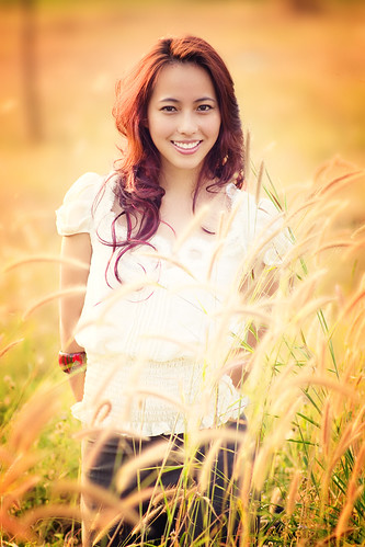 フリー写真素材, 人物, 女性, アジア女性, 草原, ベトナム人,