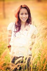 [フリー画像] 人物, 女性, アジア女性, 草原, ベトナム人, 201102101700