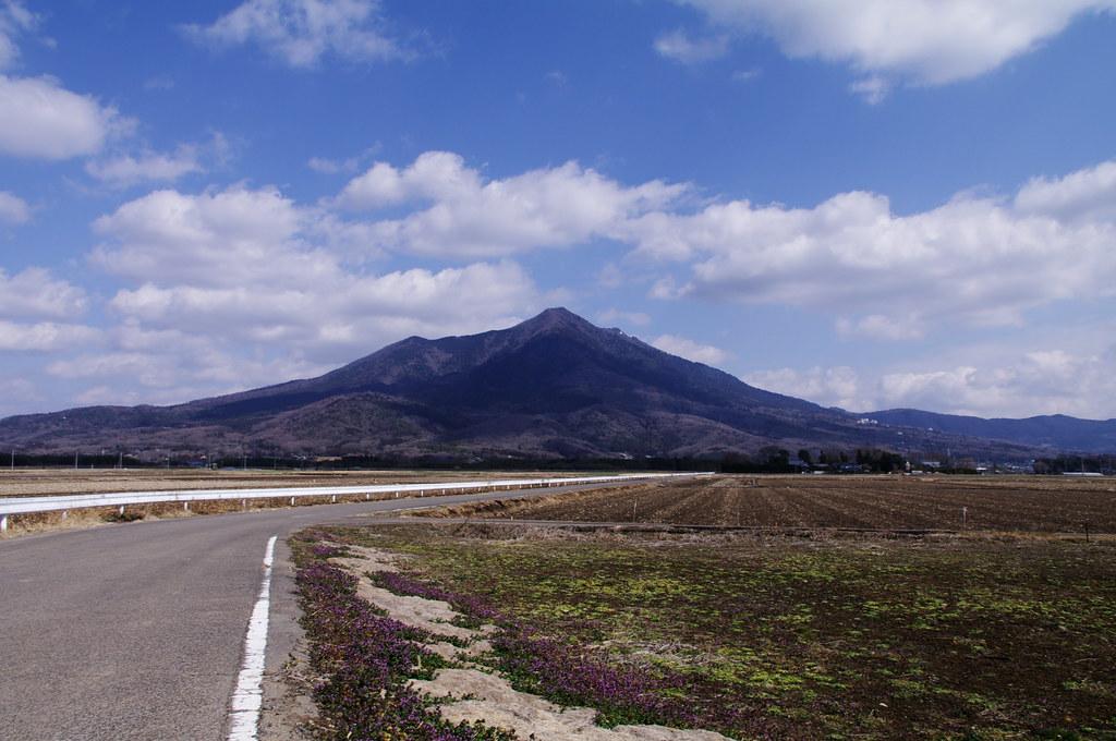 早春の筑波山