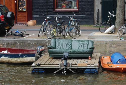 Embarcación improvisada en Amsterdam