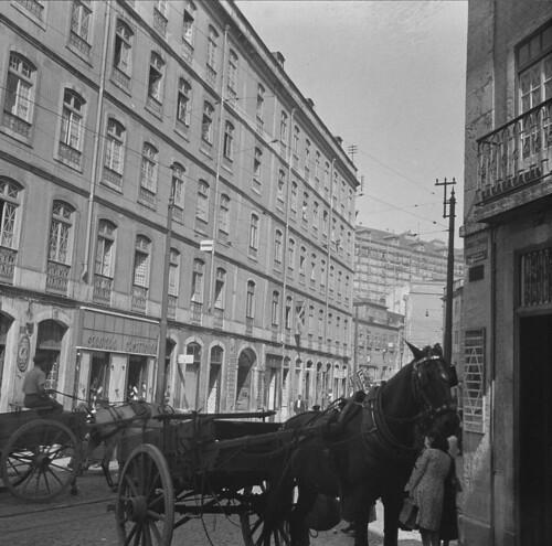 Rua dos Cavaleiros, Mouraria (M. Novais, 1940-45)
