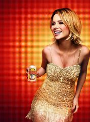 [フリー画像] 人物, 女性, ドレス, ショートヘア, 酒・アルコール, ビール, 201103211500