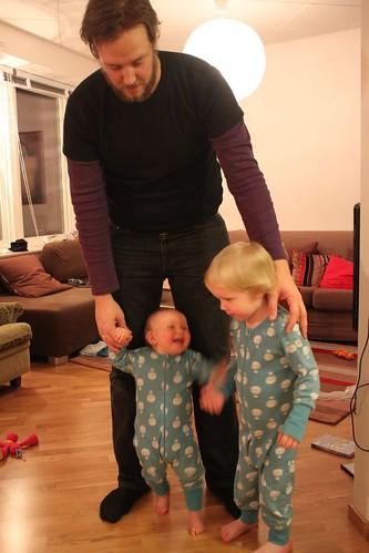 Julie 9 mån med pappa och gusten