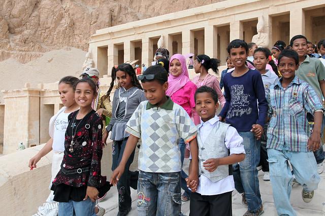 エジプト ルクソール ハトシェプス女王葬祭殿と子供たち