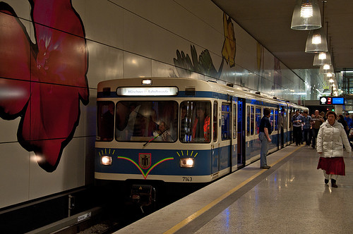 Der Sonderzug im 100. Bahnhof des Münchner U-Bahnnetzes