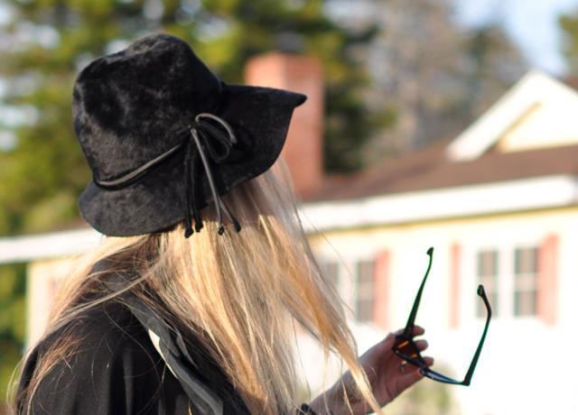 Vintage black hat, Tom Ford Sunglasses, Cynthia Rowley Bag with tassels, J Brand Houlihan skinny cargo pants, steve madden wedges, long blonde hair, DSC_0065