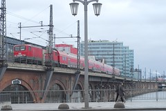 Train for Schnefeld passing Bhf Jannowitzbrcke, Berlin (Forest Pines) Tags: railroad berlin electric germany deutschland dr meg eisenbahn railway loco db locomotive deutschebahn propel bahn pushpull stadtbahn hochbahn deutschereichsbahn electriclocomotive class143 baureihe143 electricloco class243 baureihe243 mitteldeutschlandeisenbahn mitteldeutschlandeisenbahngmbh