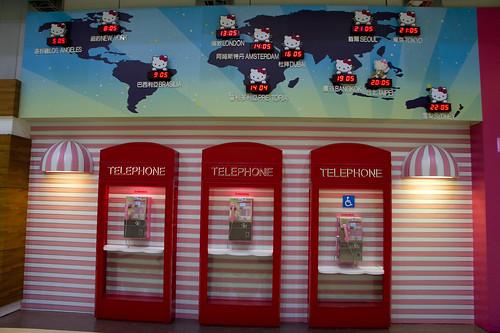 連電話亭也是Hello Kitty 粉紅喔