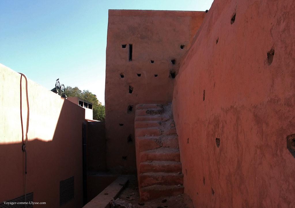 Escalier pour aller en haut des remparts