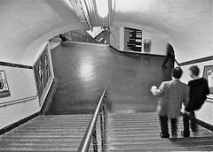 Paris Metro (Guido Havelaar) Tags: blackandwhite bw paris monochrome blackwhite metro monotone schwarzweiss pretoebranco noirblanc 黑白色 neroeblanco ブラックホワイト чорныбелы