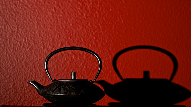 71/365: Shadow of The Chinese Tea Kettle