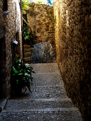 Besal (Enrique Flores 71) Tags: espaa spain catalonia girona catalunya catalua gerona besalu callejon besal
