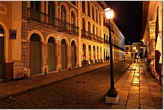 Centro Histrico de So Lus, Maranho (Francisco Arago) Tags: windows brazil people reflection luz arquitetura brasil architecture night canon buildings reflections ma pessoas doors photographer nightshot capital perspective architectural tiles noturna noite perspectiva luzes rua casas turismo reflexo reflexos fotgrafo maranho janelas centrohistorico nordeste azulejos calada portas fotonoturna lustres centrohistrico ilhadoamor praiagrande luminrias arquiteturacolonial solus historiccenter centrehistorique centroantigo casaresantigos arquiteturaportuguesa pontoturstico prdioantigo casarioantigo canoneos5dmarkii ruadepedras casaraoantigo casaroantigo casaroesantigos franciscoarago calamentodepedra calamentodepedras projectweather destinodeviagem brasilemimagens saoluisdomaranhao400anos ilhadesaoluisdomaranhao patrimniomundialpelaunesco capitodoestadodomaranho casasazulejadas projetotempo
