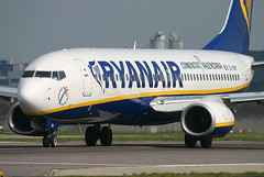 Ryanair - EI-EKM (Andrew_Simpson) Tags: ireland spain boeing ryanair fr takeoff gatwick 737 lgw 737800 gatwickairport comunitatvalencia londongatwick ryr egkk londongatwickairport n1786b eiekm
