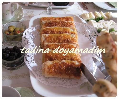 baklava yufkasından pırasalı börek