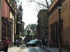 Av. Universidad (vonne) Tags: calle centro historico slp av universidad mexico fuente street san luis potosi