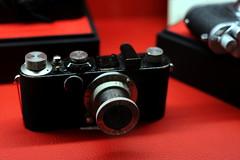 Leica I (mkk707) Tags: leica leicathreadmount leicai nikond700 cosina voigtlndernokton58mmf14 bokeh red nokton style