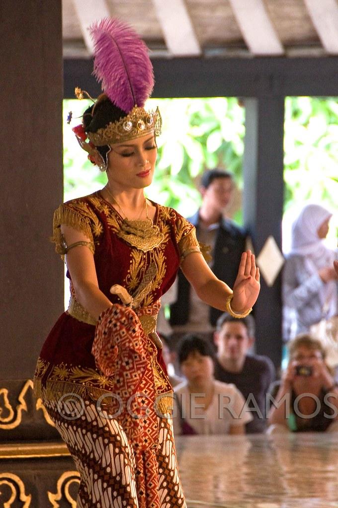 Indonesia - Tamansari Solo Dancer