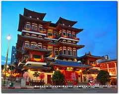 Buddha Tooth Relic Temple (fiftymm99) Tags: street flower night temple lights singapore chinatown buddha chinesenewyear lunarnewyear 2011 buddhatoothrelictemple nikond300 fiftymm99 gettyimagessingaporeq1