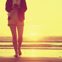 glow (The Beebster) Tags: ocean sunset beach yellow seaside warm glow legs january sunny lowtide beeb oceano ifavedaphotothatishotandeditedifeelsorebellious}