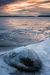 (Olohaha) Tags: sunset snow cold stone digital zeiss frozen nikon warm filter lee carl f2 35 vttern d700