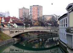 DSC04914 (ebruzenesen - esengl) Tags: bridge castle gezi ljubljanica preseren ljublijana tromostovje ehir nehri bakent slovenya ebruzenesen esenglinalpulat lubiyana nikolaikilisesi savenehri dragonejderha