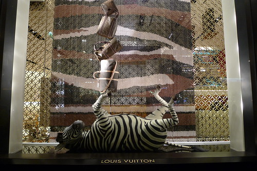 Vitrines Louis Vuitton  Champs-Elysées - Paris, janvier 2011