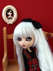 Colibrie | Pullip Kirsche custom (Zoo*) Tags: red white black fleur rose rouge bigeyes doll noir mj pullip 16 custom luts blanc custo cadre banc whitehair beautymark kirsche jaewon graindebeaut cossais colibrie lutswig fullcustom fullcusto obitsu25cm sticaoutfit